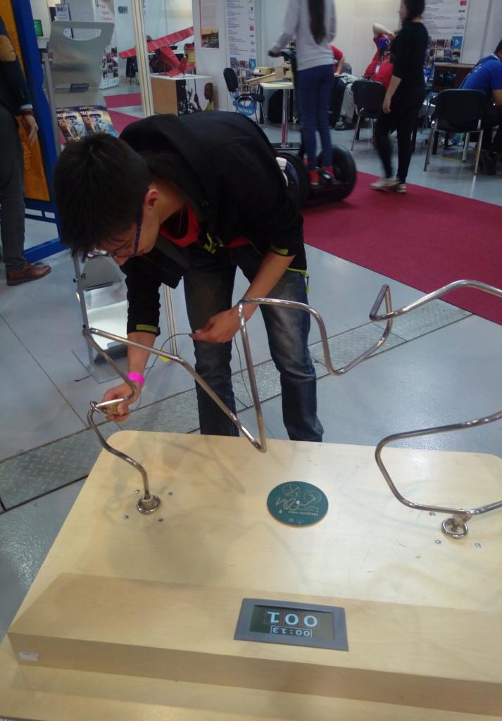 elektrický obvod a přesná ruka
